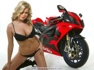 Chica con moto 4