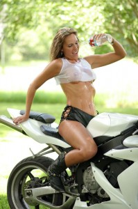 Chica con moto 9
