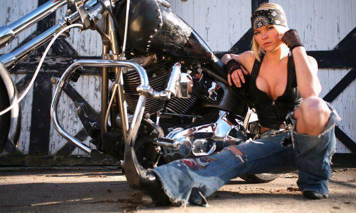 Ils ont posé avec une Harley, uniquement les People - Page 8 Chica-con-moto-22