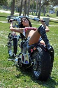 Chica con moto 23
