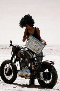 Chica con moto 30