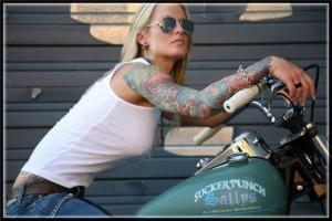 Chica con moto 002