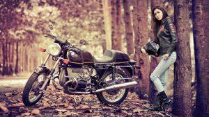 mujer-moto-otono